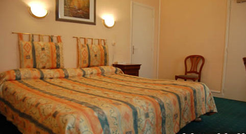HOTEL RIQUET bedroom in TOULOUSE
