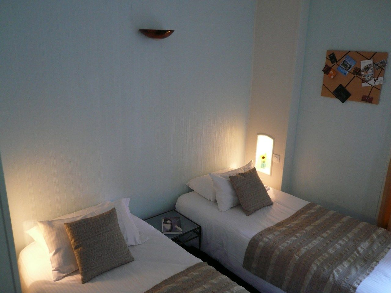 Chambre Contact Hôtel DU CROISE à MARCQ EN BAROEUL