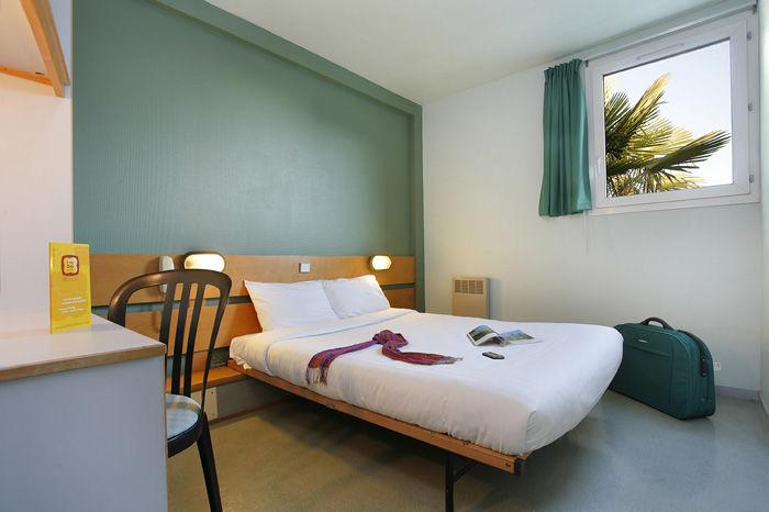 Chambre P'tit Dej-HOTEL Rennes Ouest à VEZIN LE COQUET