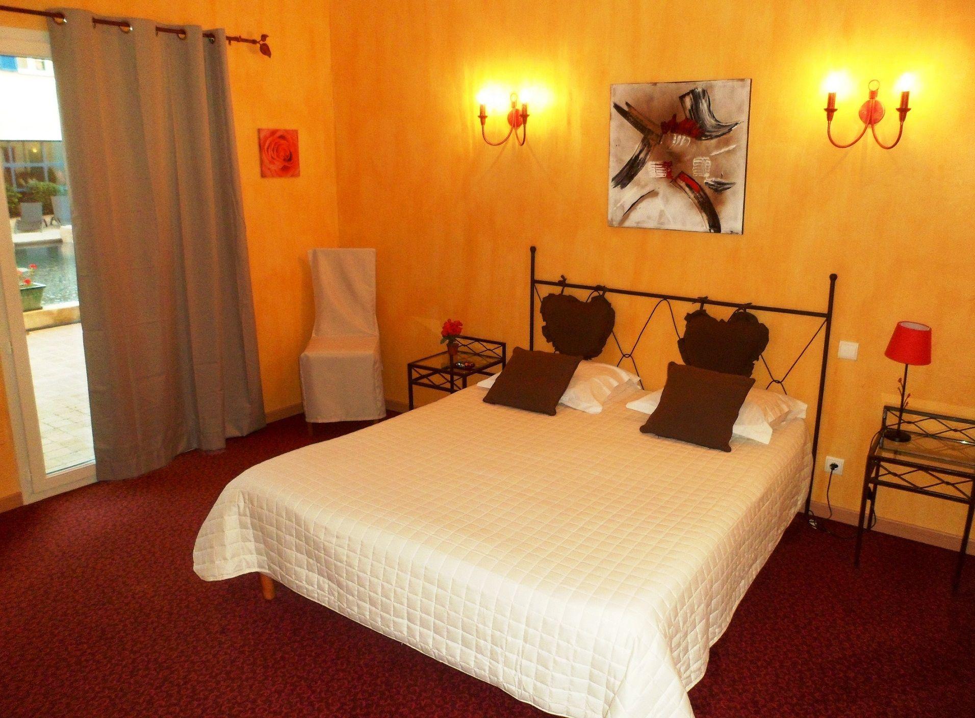 Chambre INTER-HOTEL Aix-en-Provence Nord Le Village Provençal à PERTUIS