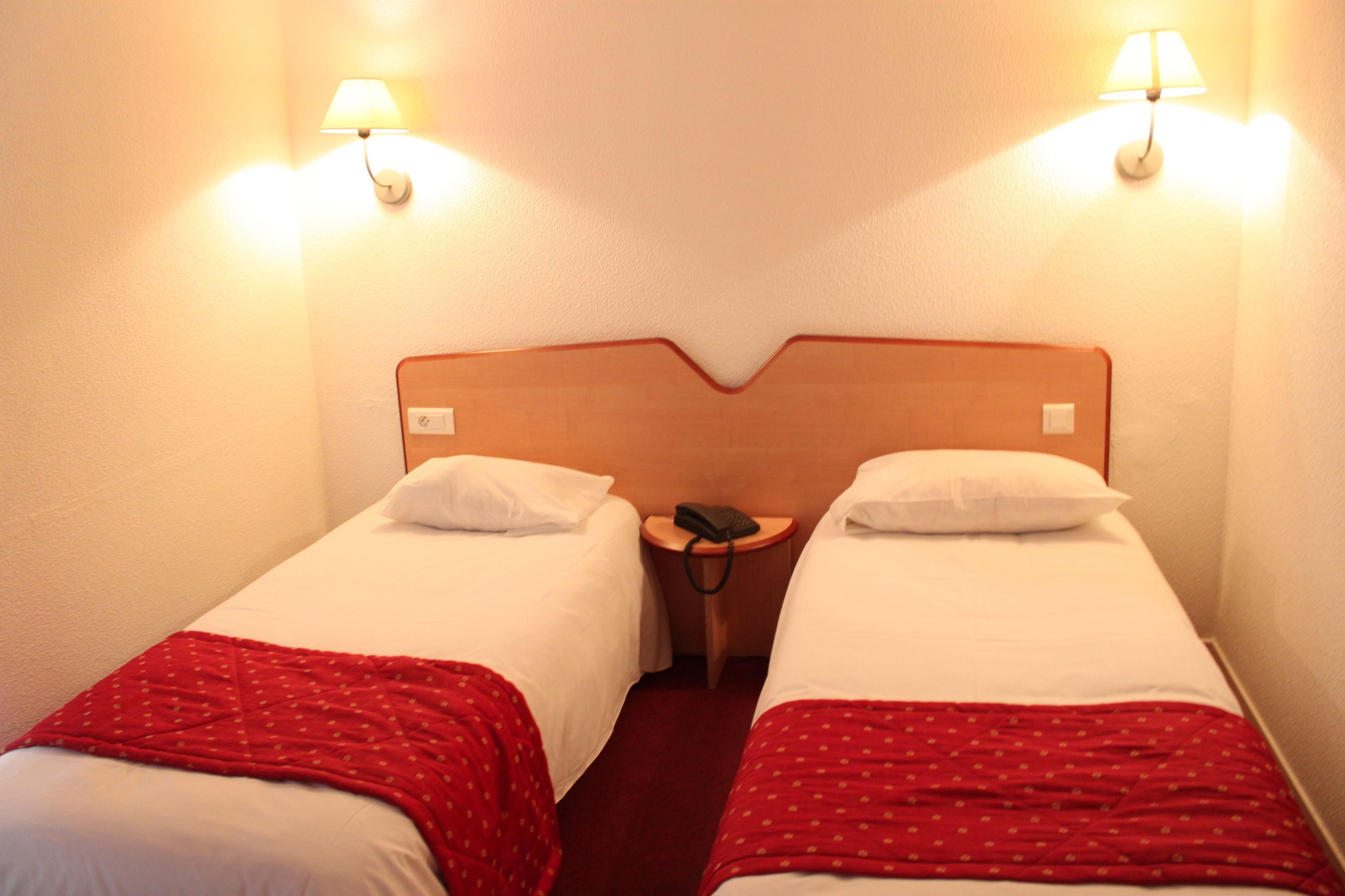 Chambre P'tit Dej-HOTEL Tours Sud à ST AVERTIN