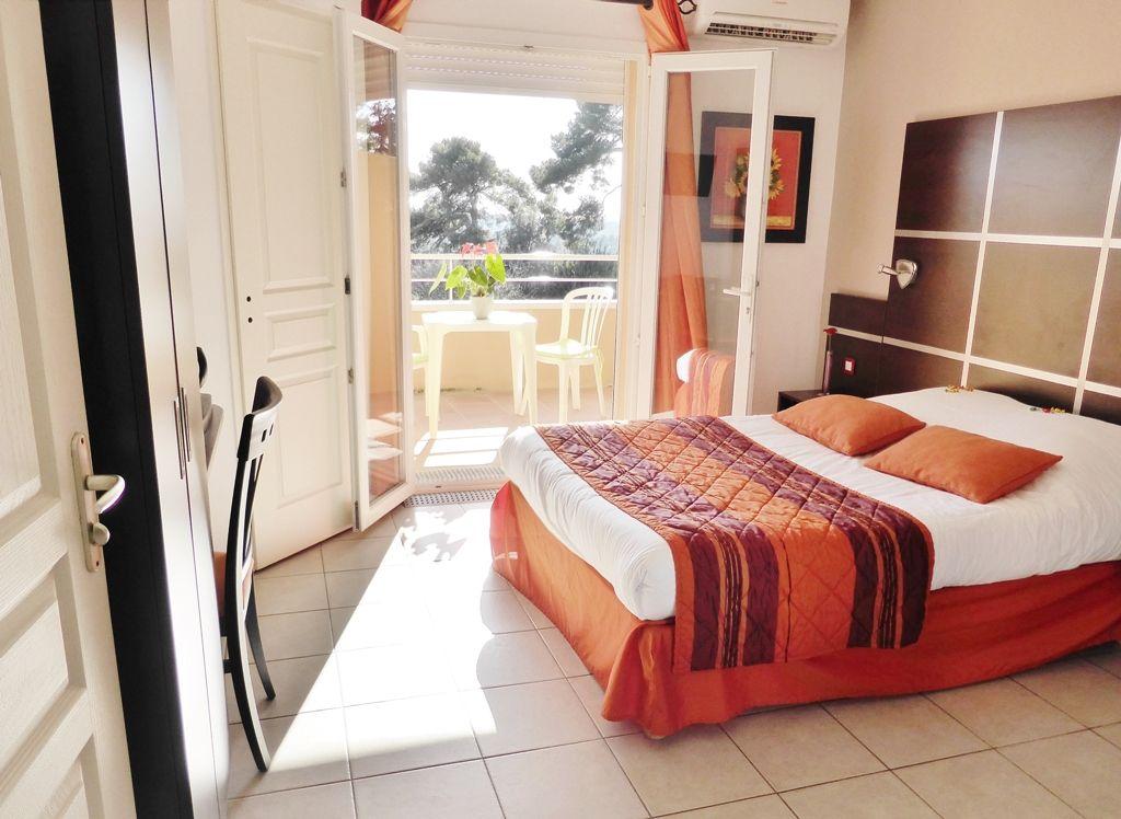 Chambre INTER-HOTEL Marseille Est Côté Sud à ALLAUCH