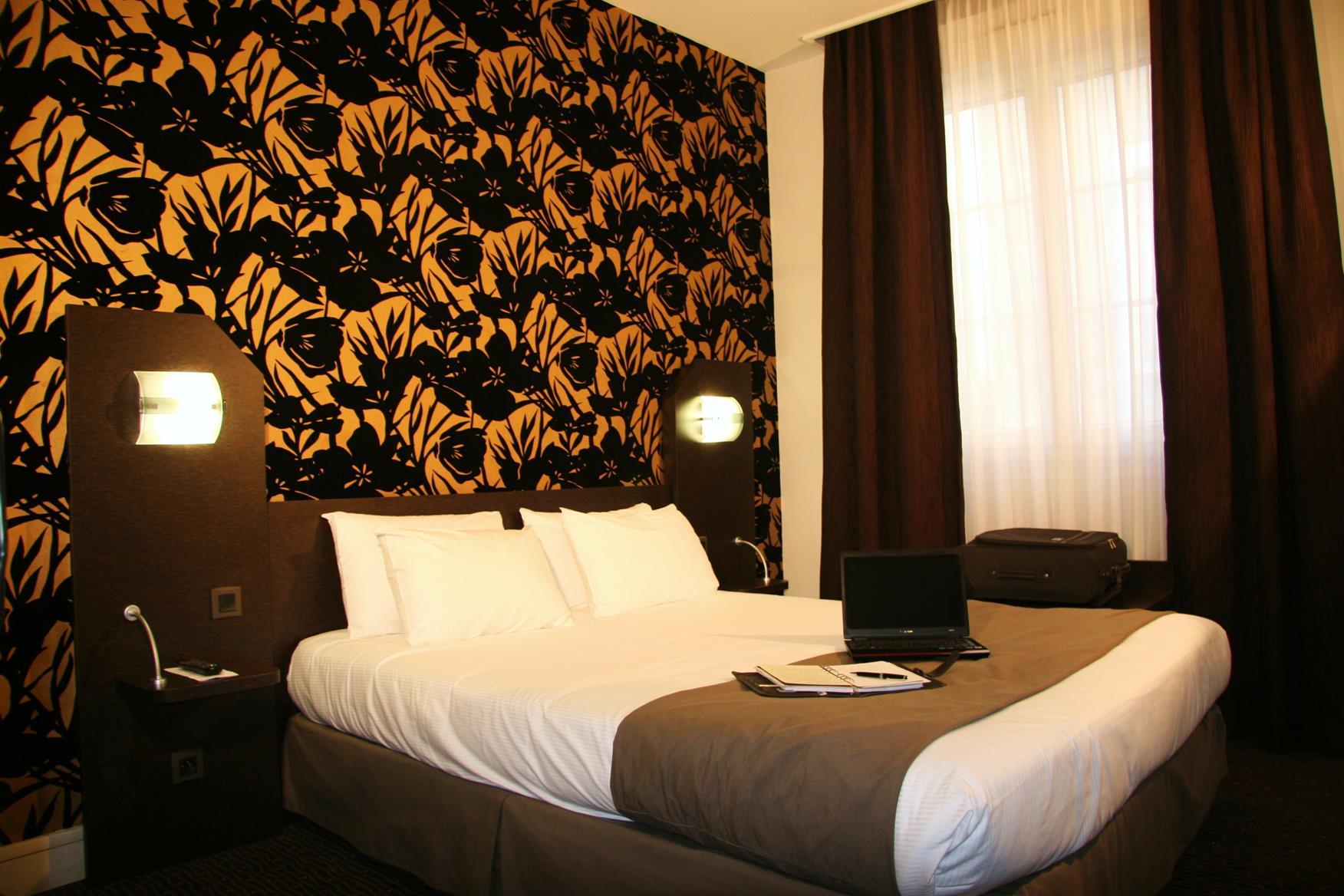 Chambre QUALYS-HOTEL Nantes Voltaire Opéra à NANTES