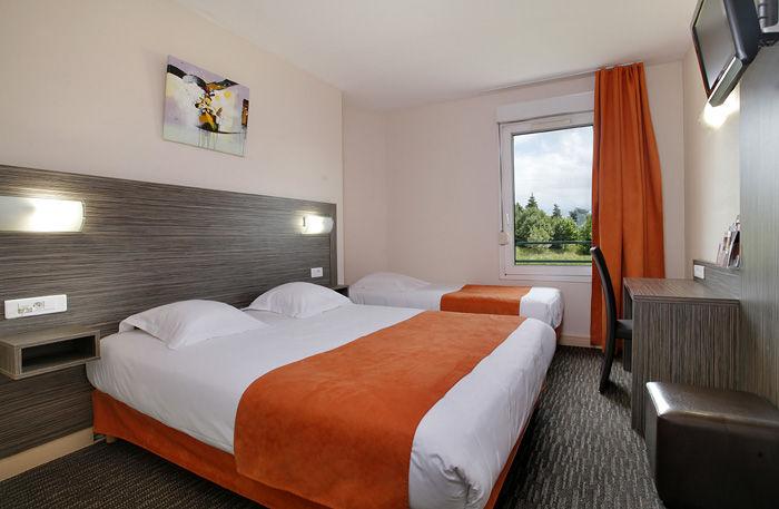 Chambre INTER-HOTEL Saint-Étienne Sud L'Acropole à LA RICAMARIE