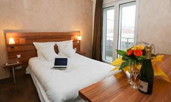 Chambre P'tit Dej-HOTEL Colmar Gare à COLMAR