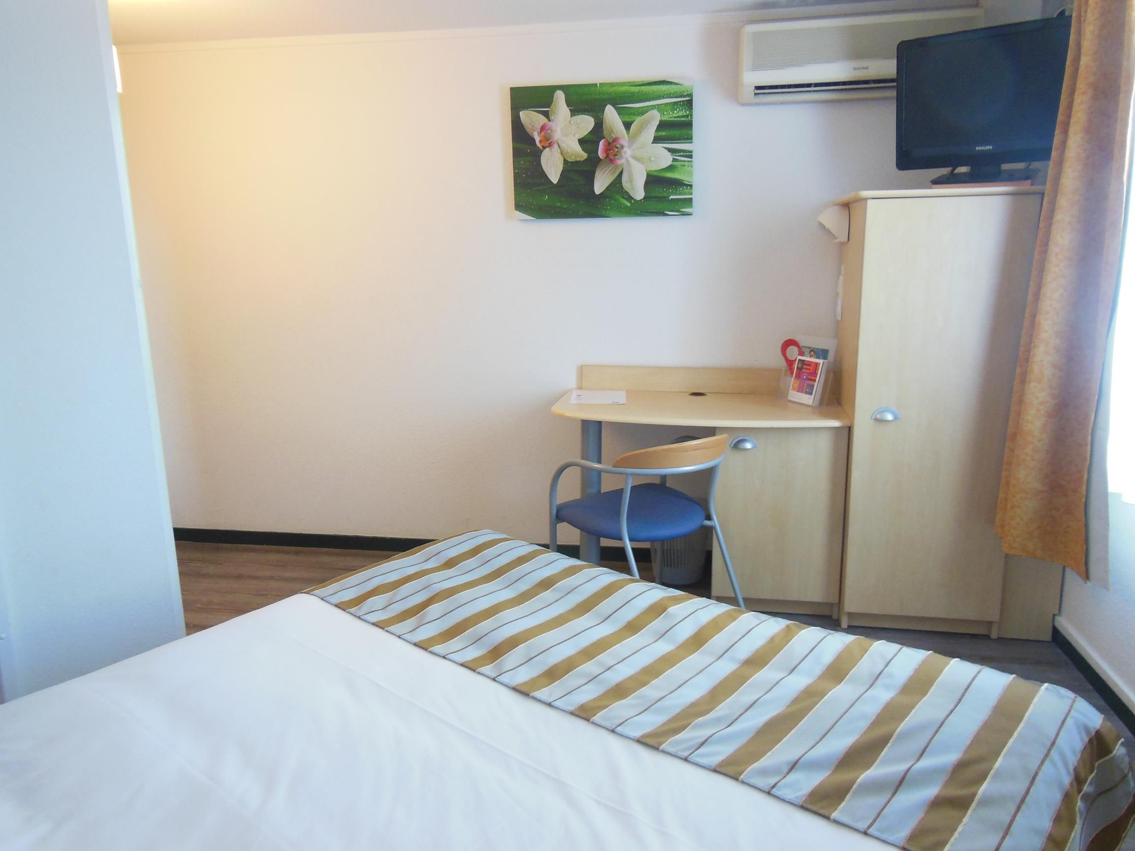 Chambre INTER-HOTEL La Rochelle Est Le Beaulieu Logis à PUILBOREAU