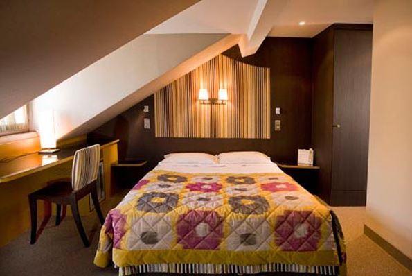 Chambre QUALYS-HOTEL Paris Le Marais du Vieux Saule à PARIS
