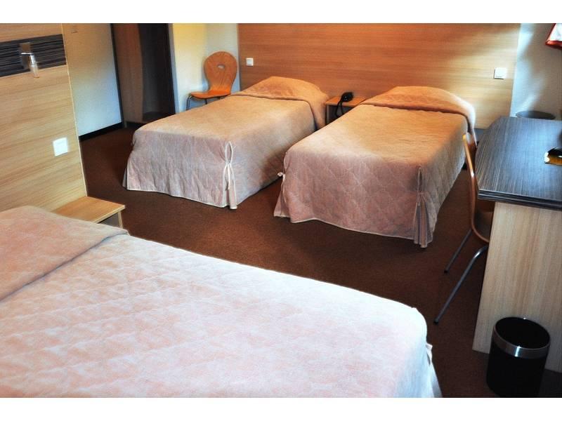 Chambre P'tit Dej-HOTEL Annecy Nord à VILLY LE PELLOUX