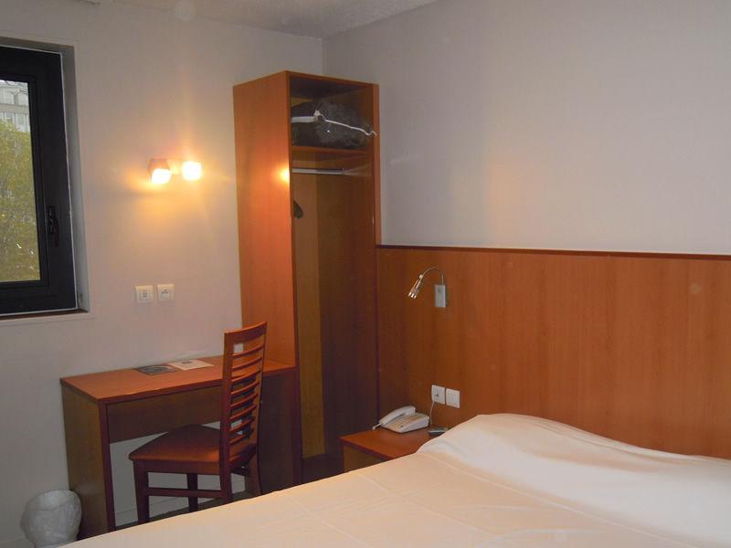 BRIT HOTEL CONFORT ROUEN CENTRE bedroom in ROUEN