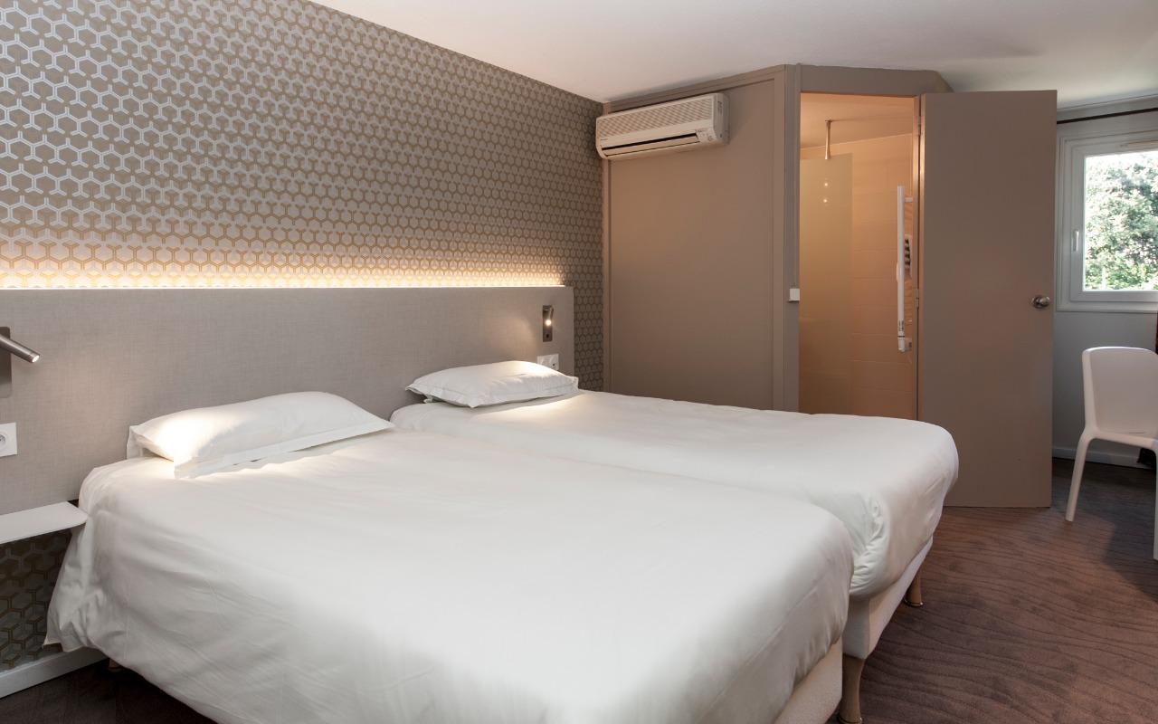 Chambre Brit Hotel Avignon Sud - Le Calendal à AVIGNON