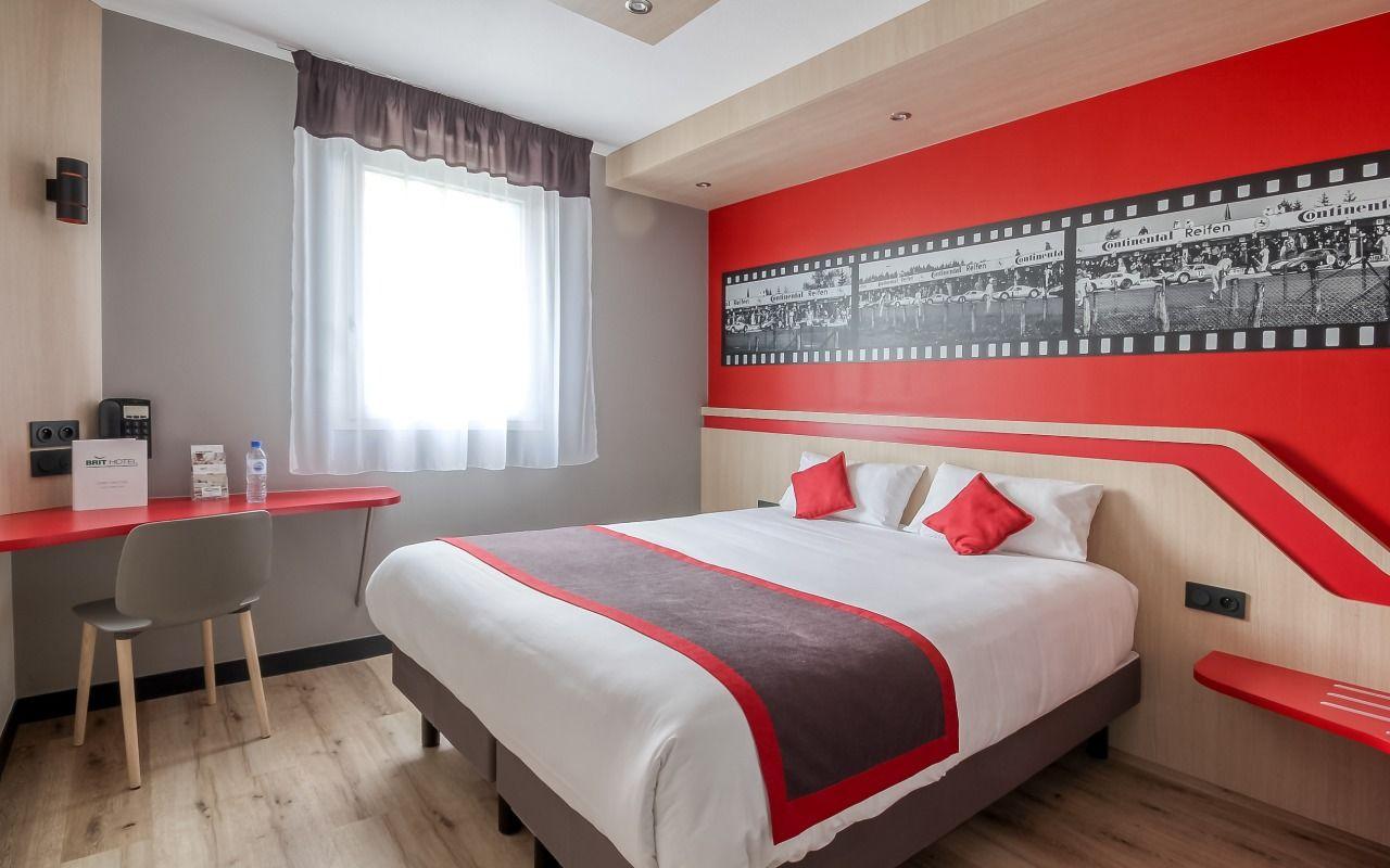Chambre BRIT HOTEL LE MANS SUD - LE COTTAGE à ARNAGE